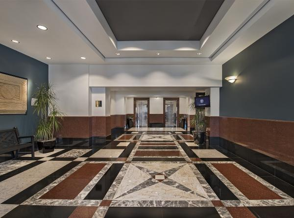 150 West Jefferson, Lobby